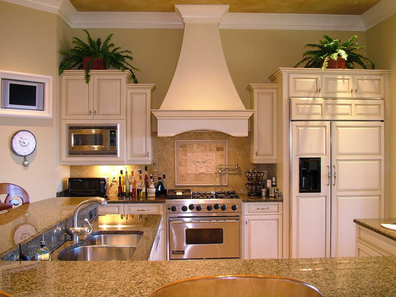 Wooden range hood kits woodproject for Kitchen range hood images