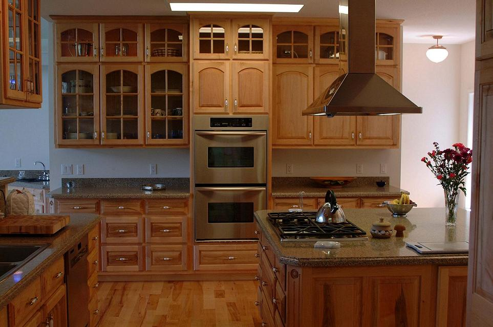 Maple kitchen cabinets and granite countertops for Cabinets kitchen cabinets
