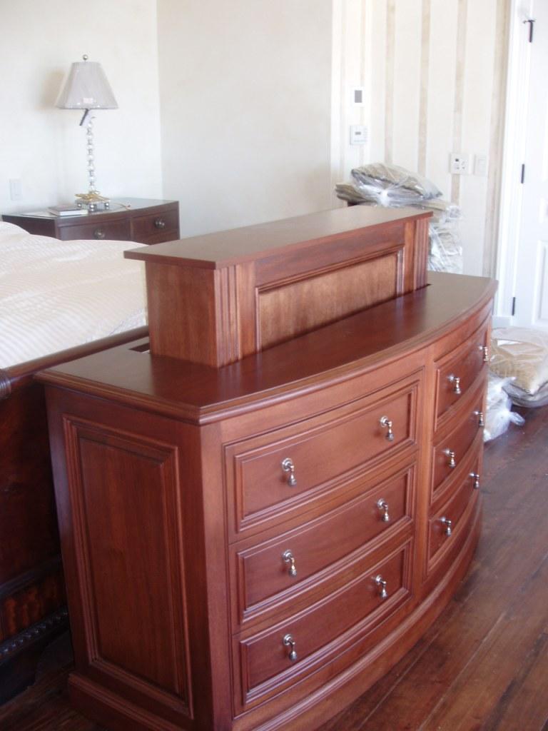 sideboard f r tv lift inspirierendes design f r wohnm bel. Black Bedroom Furniture Sets. Home Design Ideas
