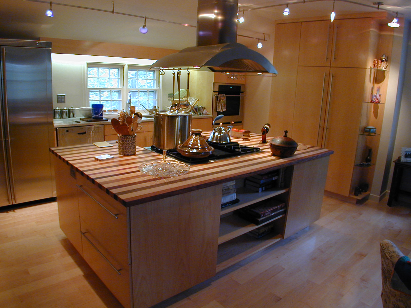 A thoroughly modern kitchen for Kitchen island designs