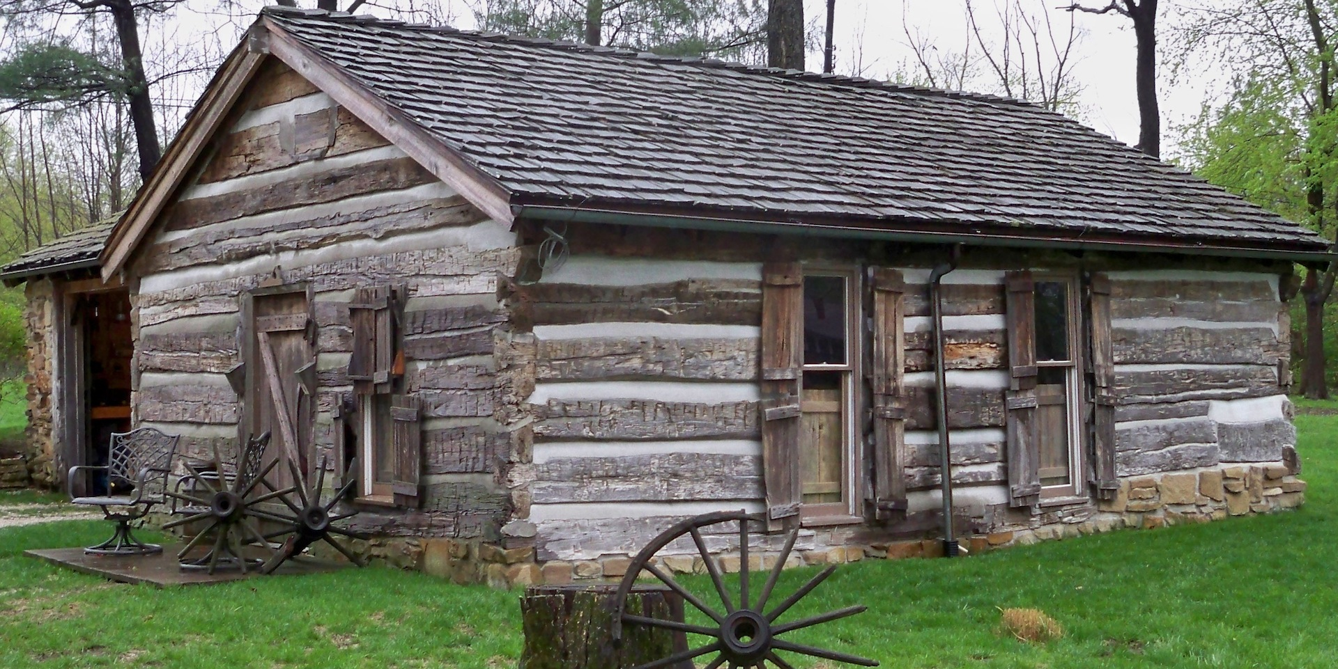 1000 images about western hand hewn cabins on pinterest for Hewn log cabin kits