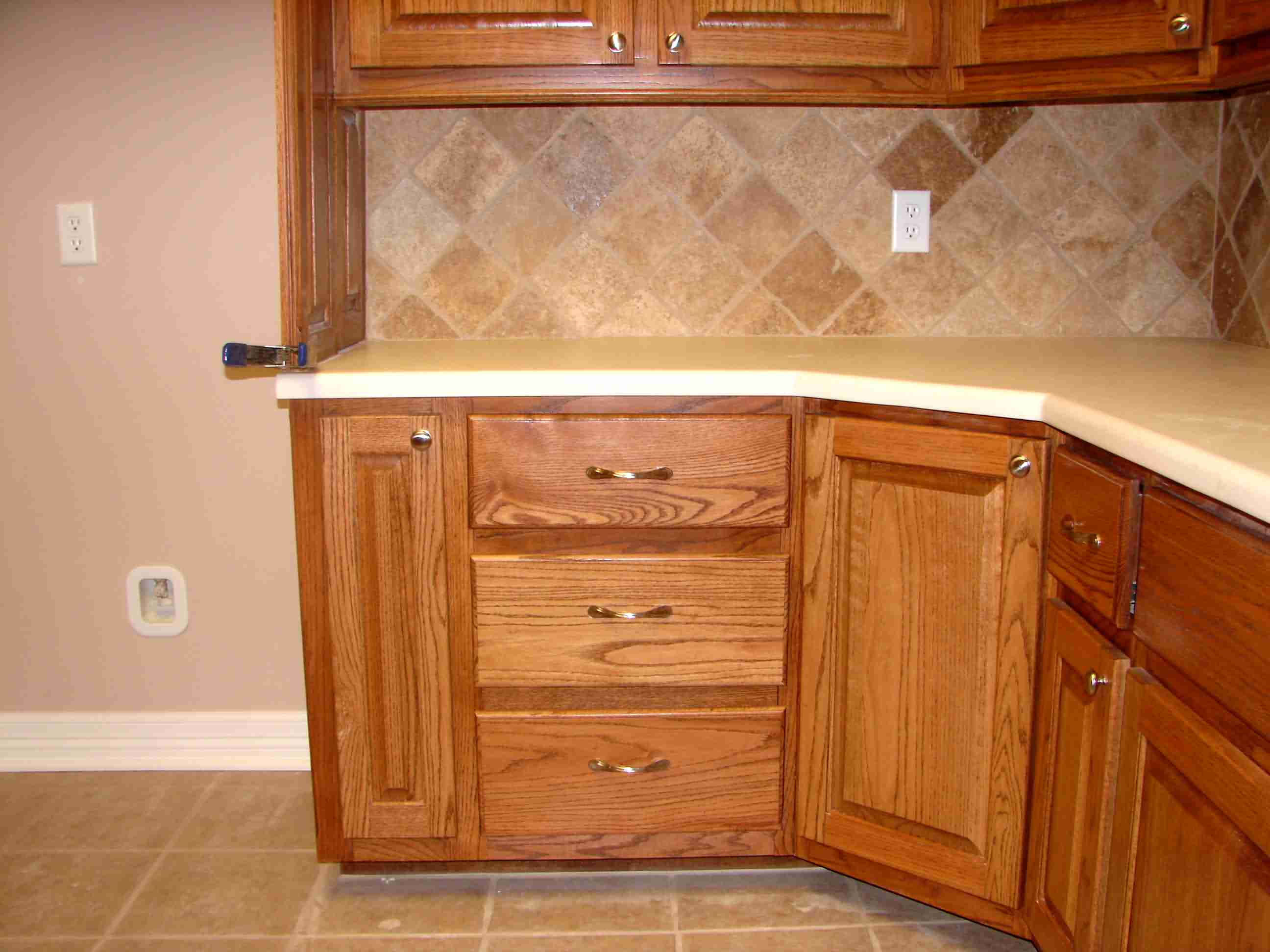 Kitchen corner cabinet wasted space - Click Here For Full Size Image